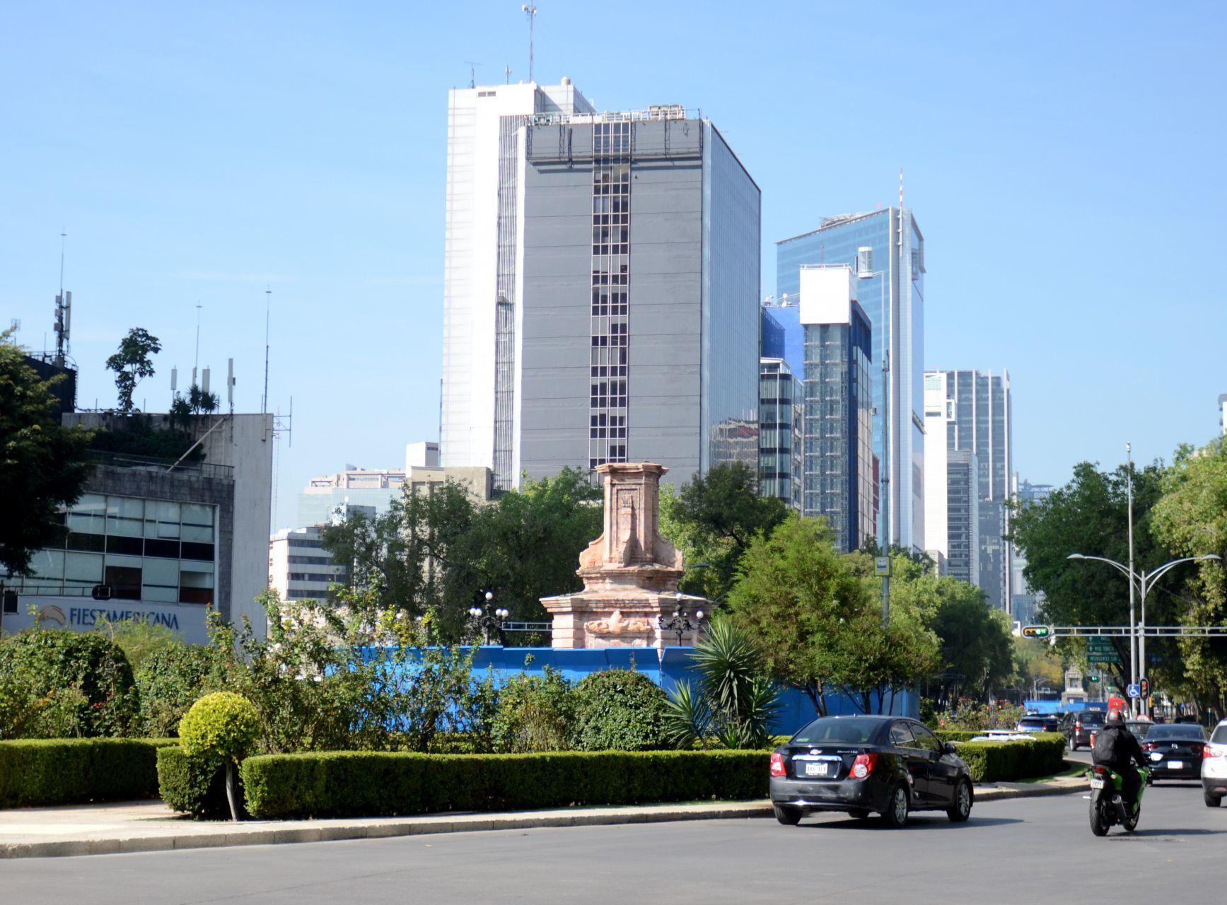 Retiran estatua de Cristóbal Colón en Paseo de la Reforma a unos días del 12 de octubre