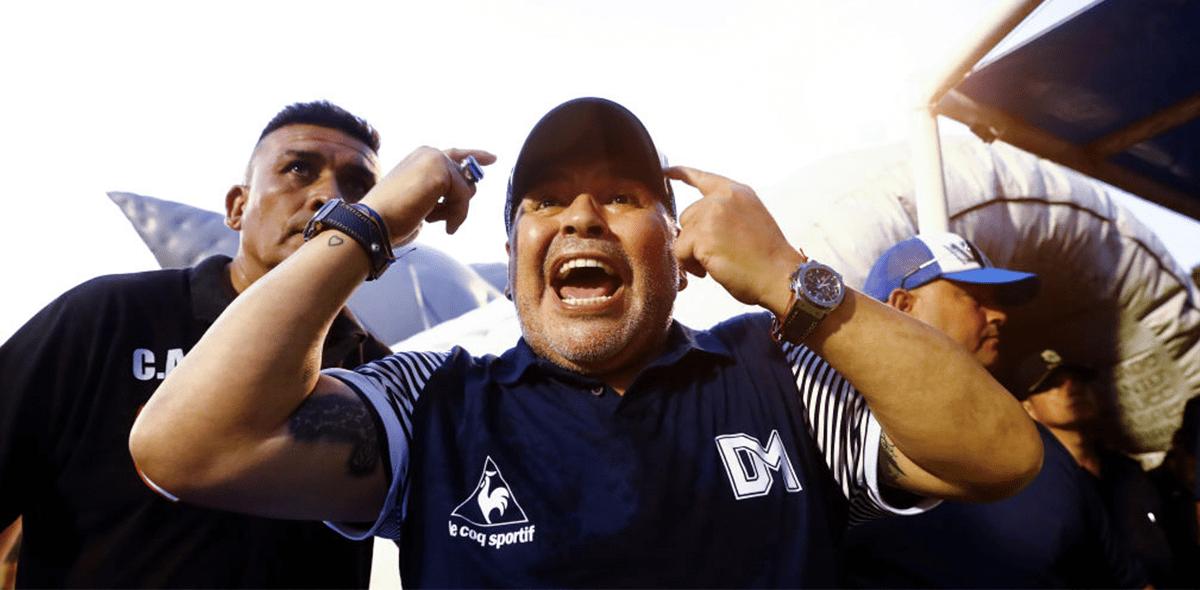 ¡Diego Maradona será operado por un coágulo en el cerebro!