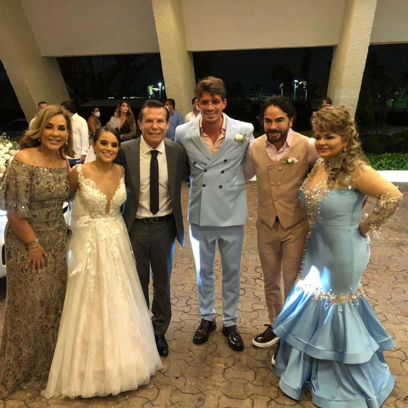 Bobby Palazuelos, Julio César Chávez and more celebrities attend a wedding in Quintana Roo