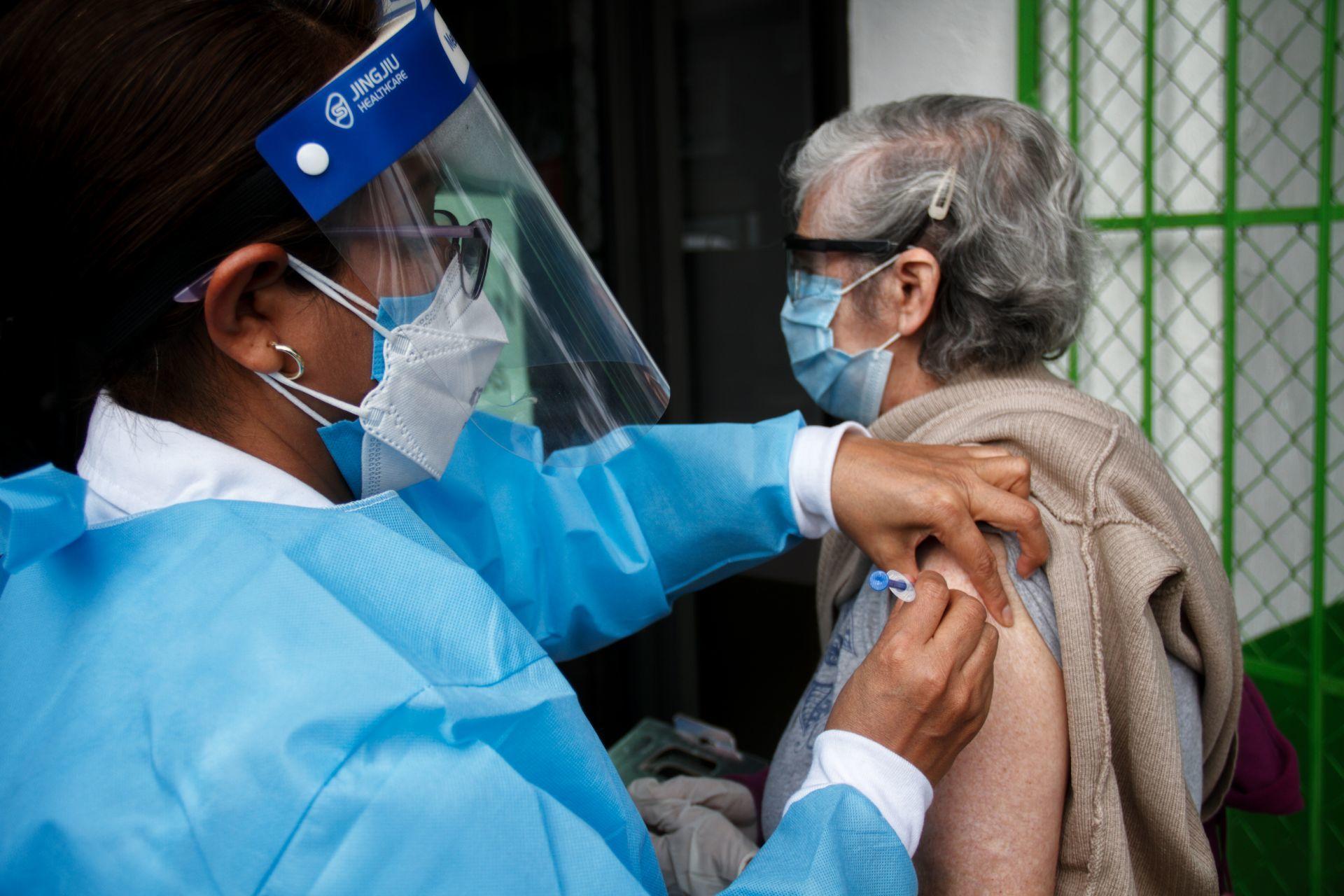 Cofepris alerta por venta ilegal de vacuna contra la influenza en redes sociales