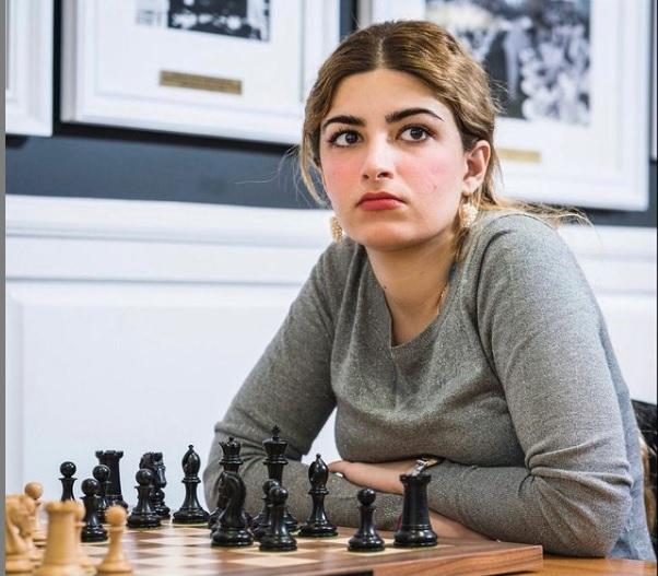 Ella es Dorsa Derakhshani, la 'Gambito de Dama' de la vida real