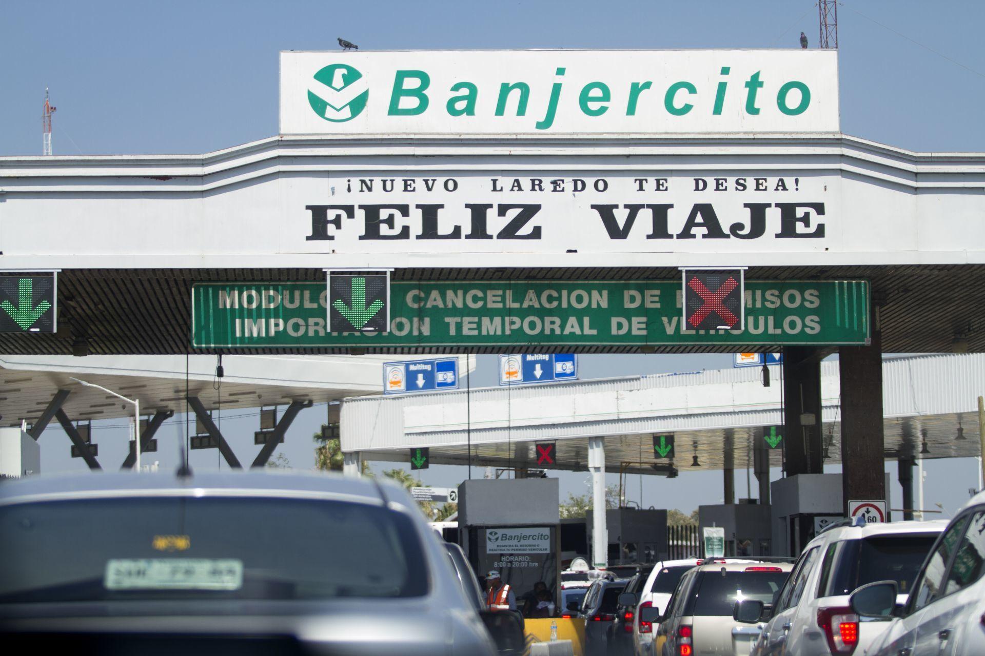 Familia graba persecución de presuntos asaltantes en carretera de Tamaulipas