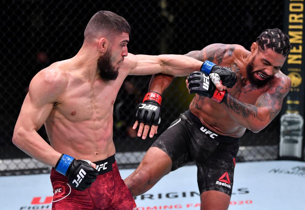 ¡Terrorífico! Peleador de la UFC ganó combate tras desprenderle la oreja a su rival