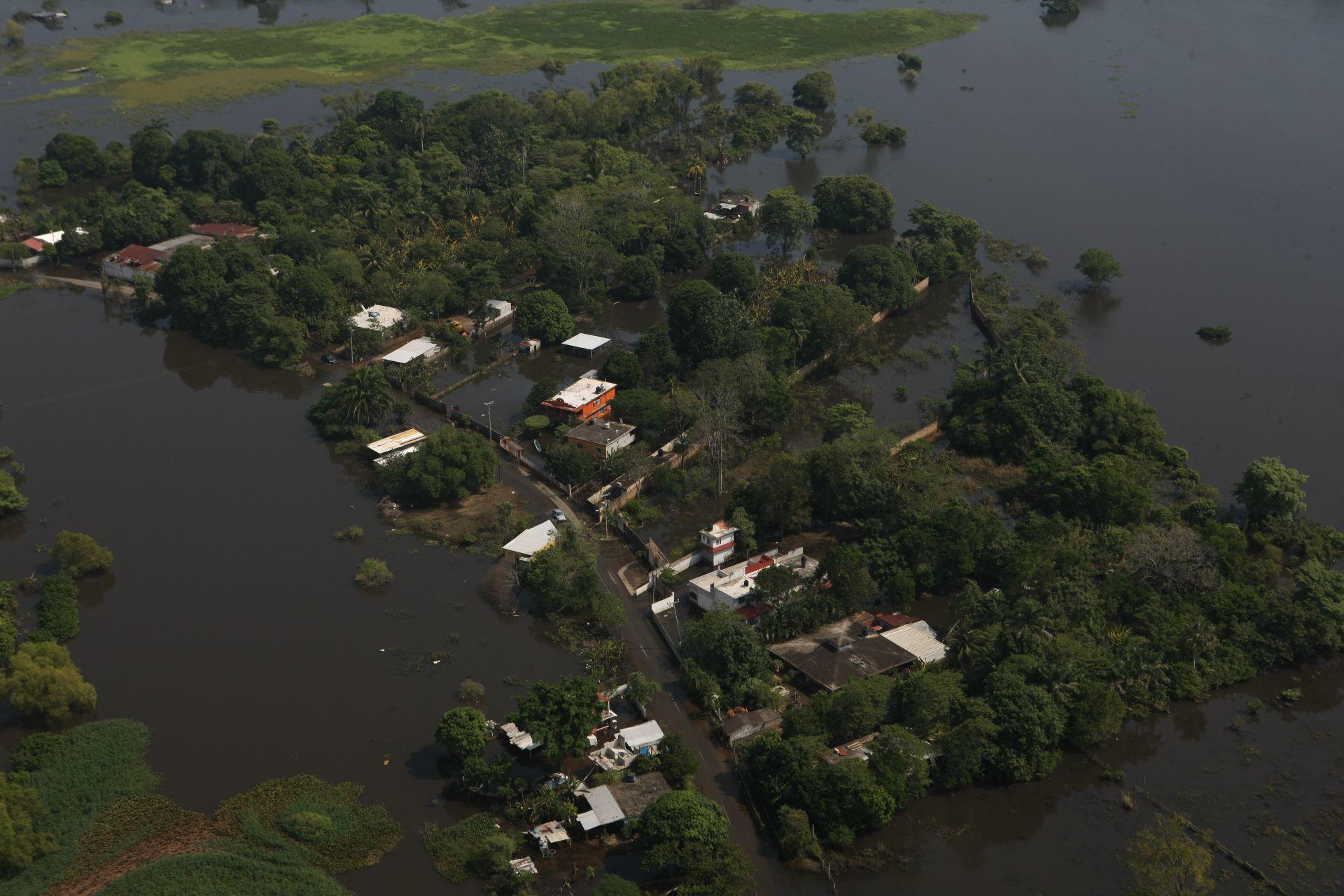 """""""Aquí les tocó vivir"""" dice directora de Conagua a pobladores de Tabasco sobre inundaciones"""