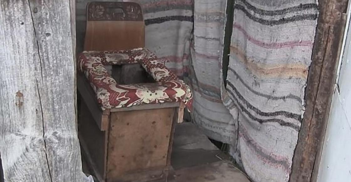 Mundo enfermo y triste: Mujer da a luz en un retrete y abandona al recién nacido