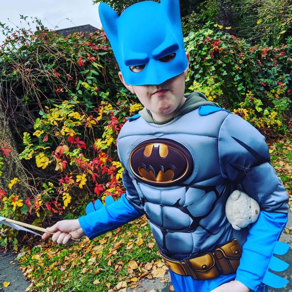 Robert Pattinson sorprende a un fan con autismo que le mandó un dibujo de Batman