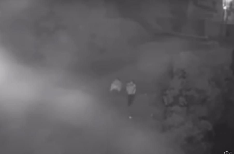 Pareja arroja a su bebé en un canal de aguas negras en Guatemala