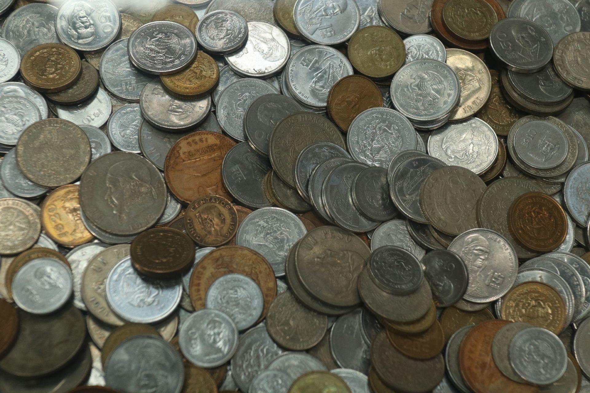 Revisen la morralla: Venden moneda conmemorativa de 5 pesos hasta en cinco mil