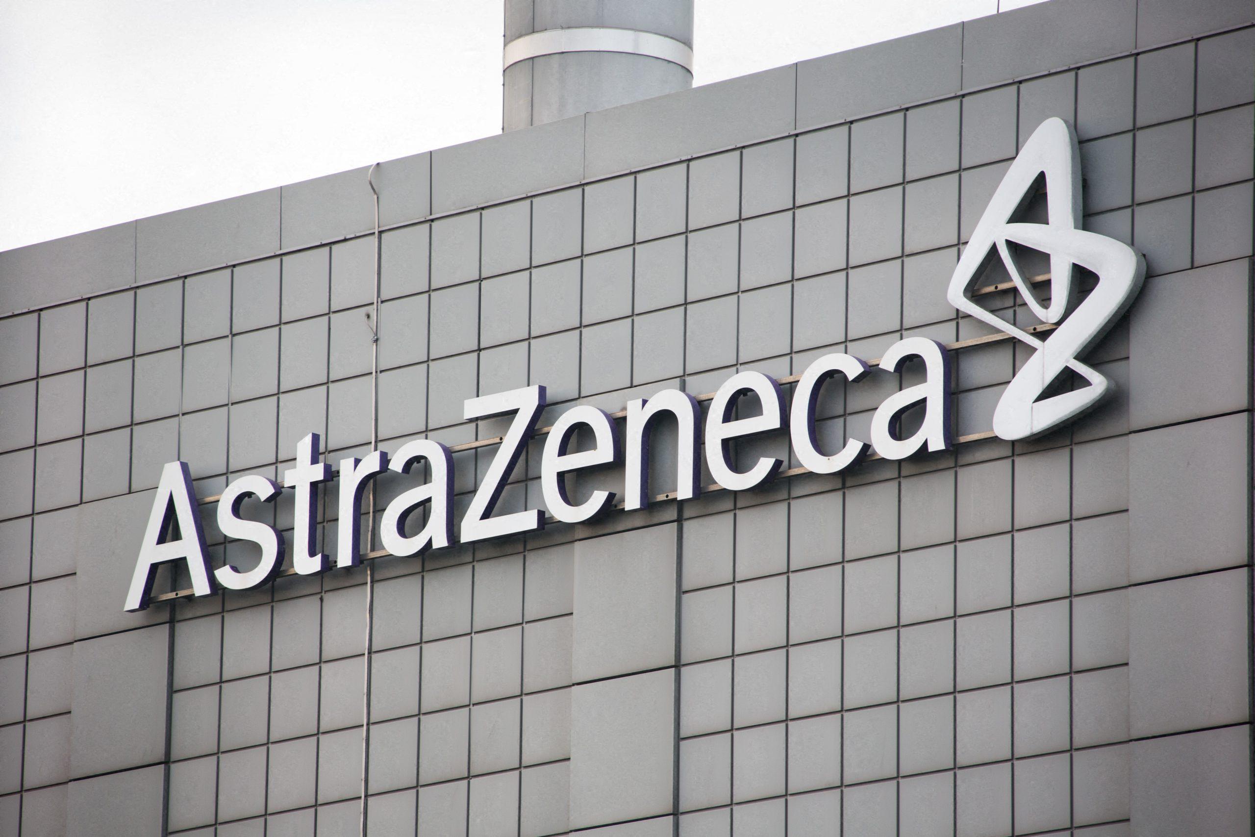 """Voluntario de la vacuna de AstraZeneca presentó una demanda por """"reacciones adversas severas"""""""