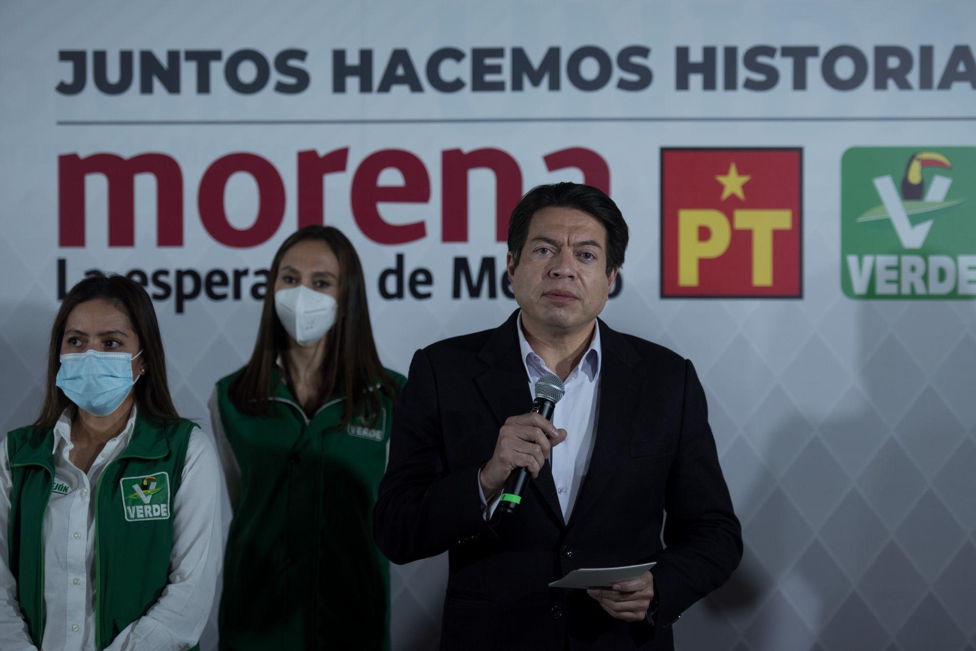 CIUDAD DE MÉXICO, 23DICIEMBRE2020.- Morena formalizó su alianza con el PT y el Partido Verde, el anuncio fue formalizado en una conferencia de prensa ofrecida por Mario Delgado, presidente nacional de Morena; Geovanna Bañuelos, coordinadora de los senadores del PT; y Karen Castrejón, presidenta nacional del Partido Verde.