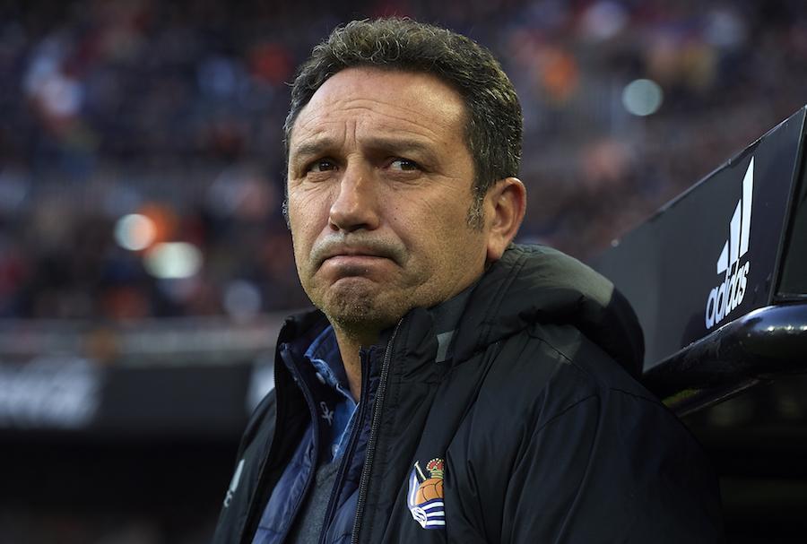 El último entrenador de Carlos Vela en la Real Sociedad, en coma inducido
