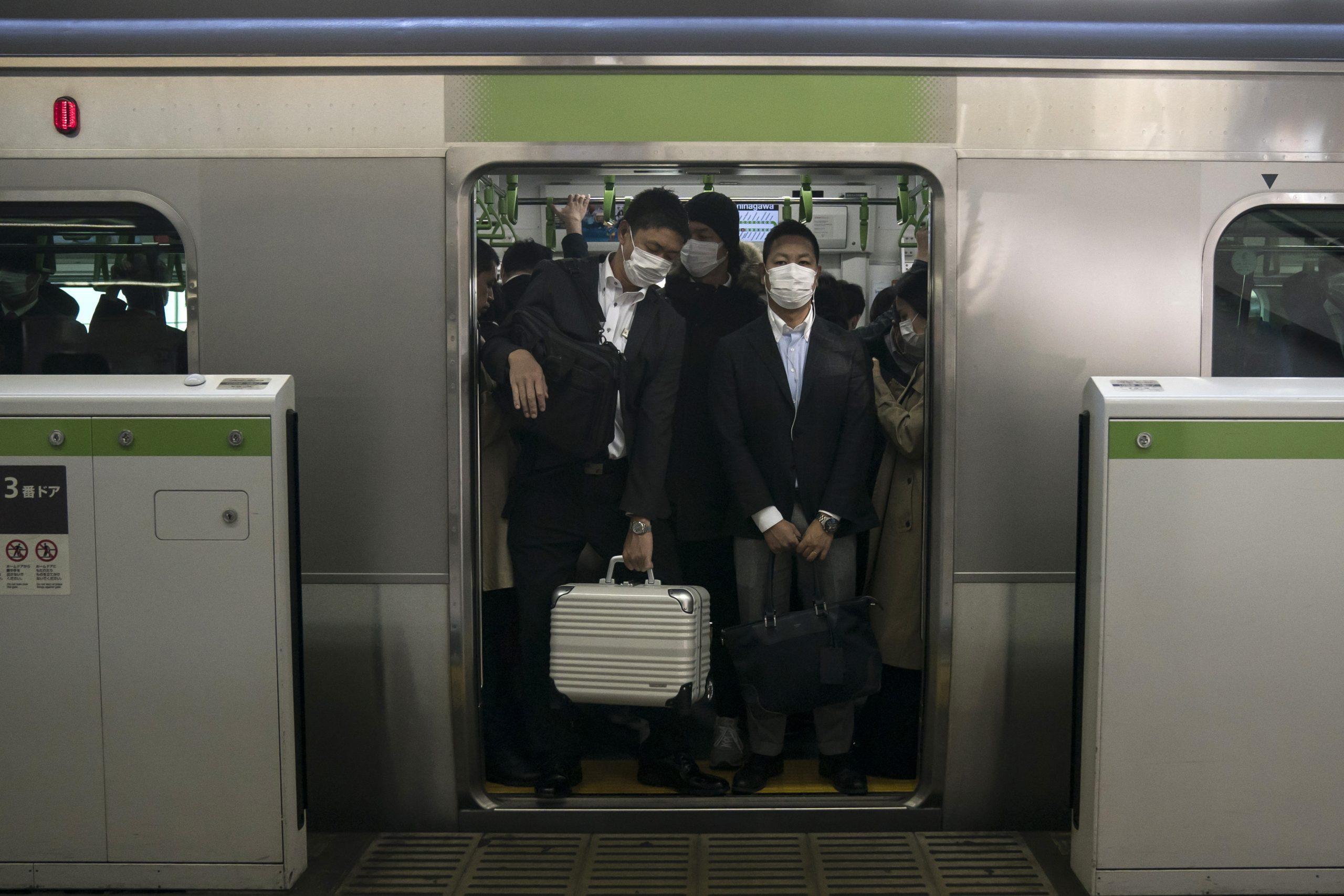 Japón prohíbe el ingreso de extranjeros por nueva cepa de coronavirus