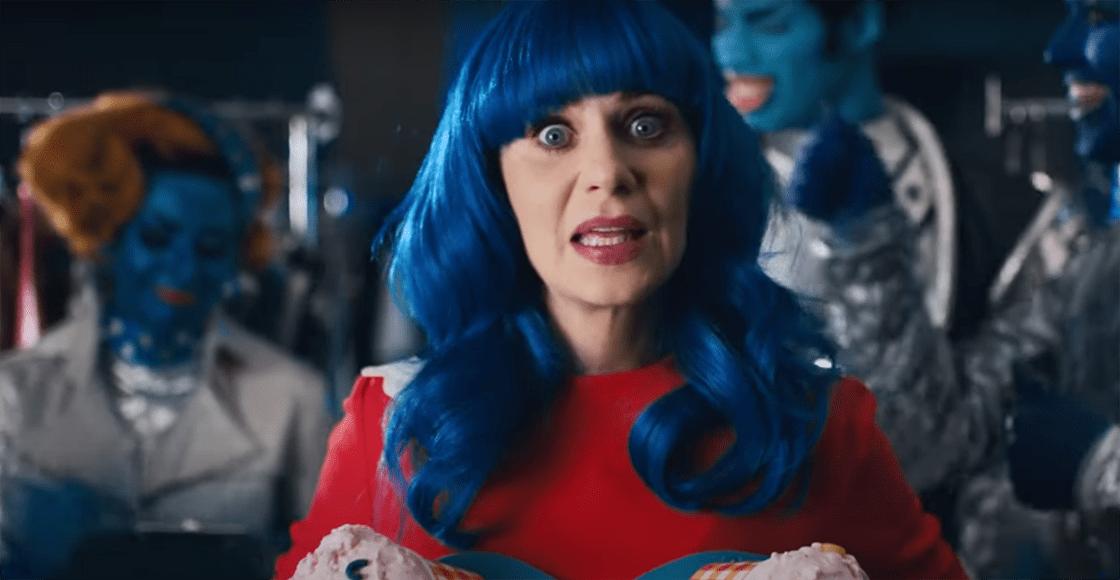 ¡Son igualitas! Katy Perry se burla de su parecido con Zooey Deschanel en su nuevo video