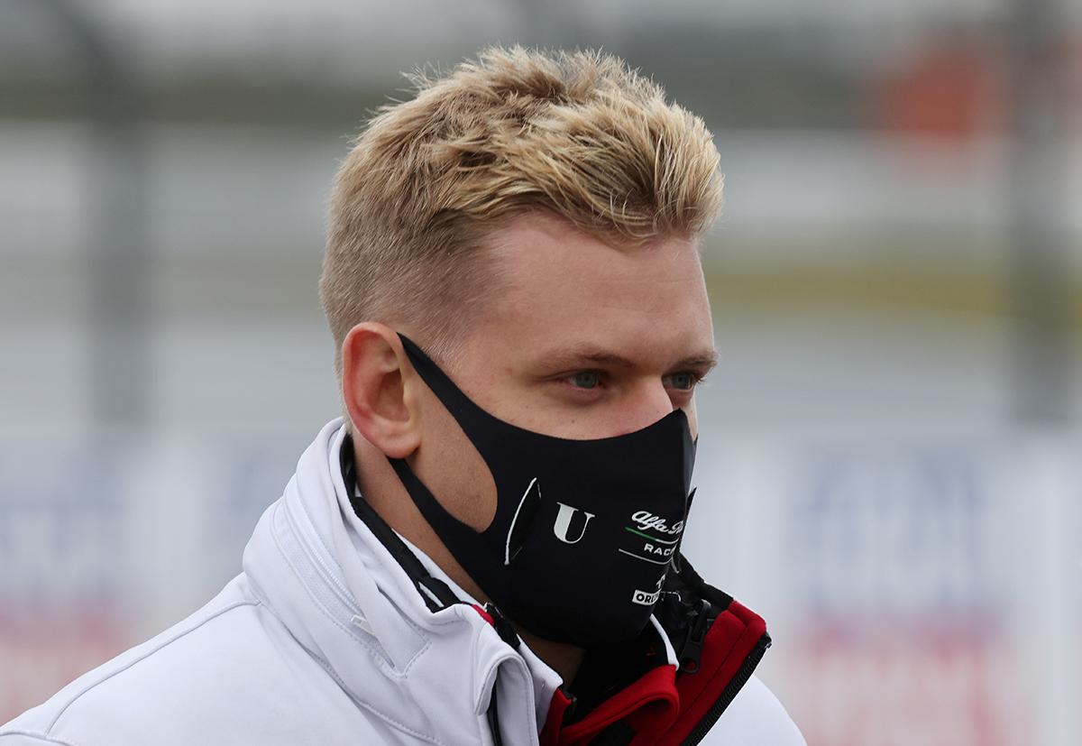 Mick Schumacher sigue el legado de su padre en la F1