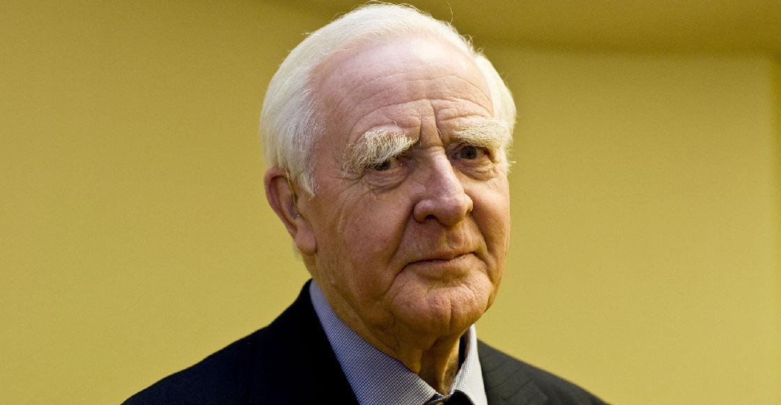 Murió John le Carré, legendario escritor británico de la novela de espionaje, a los 89 años