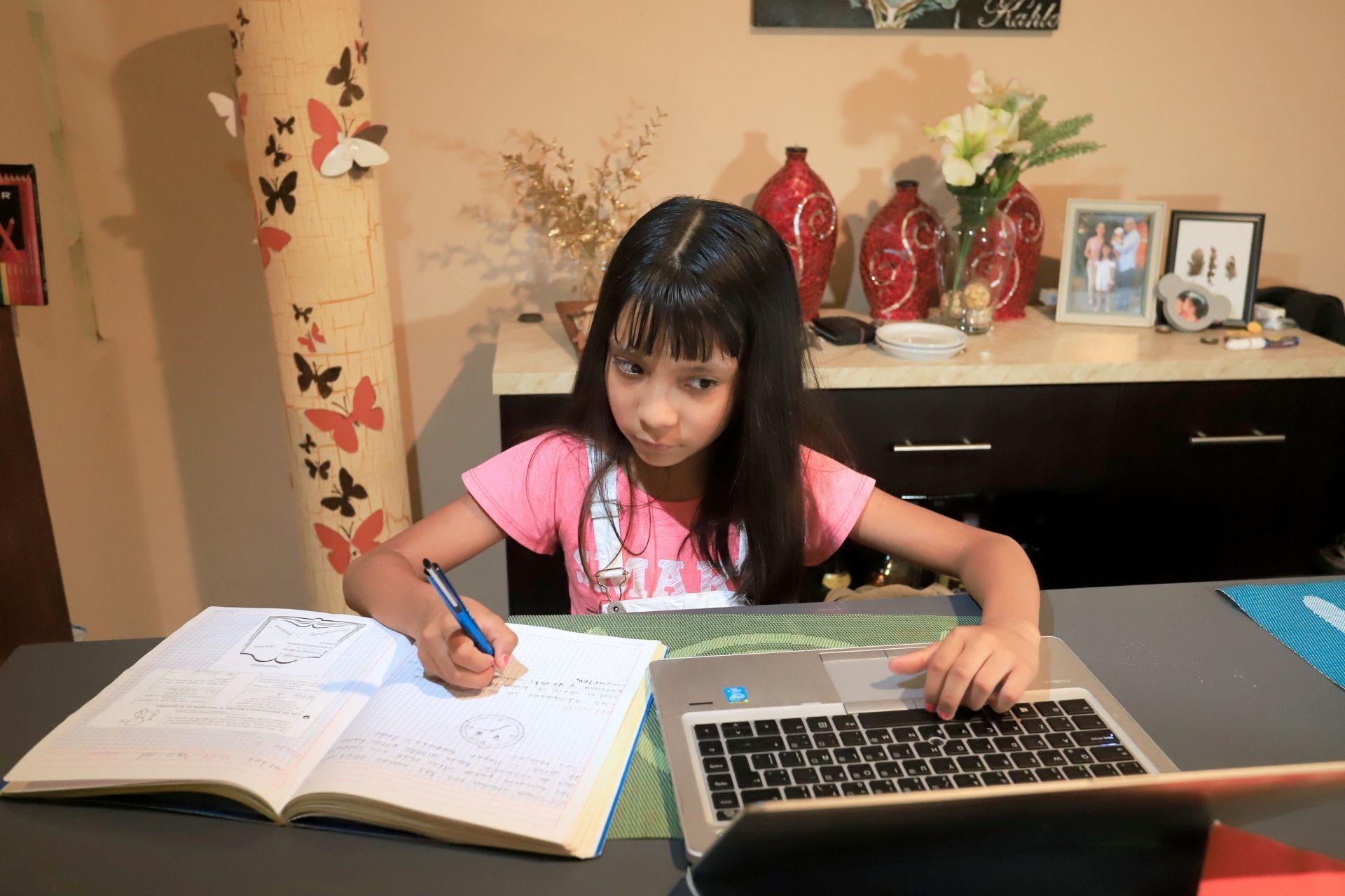 niña-computadora-clases