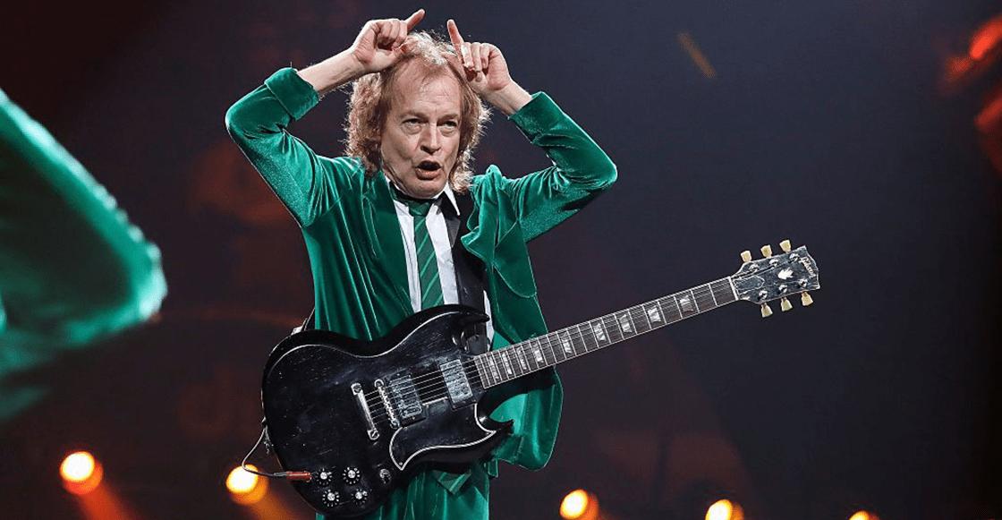 ¡Sopitas.com te regala una guitarra autografiada por Angus Young de AC/DC!