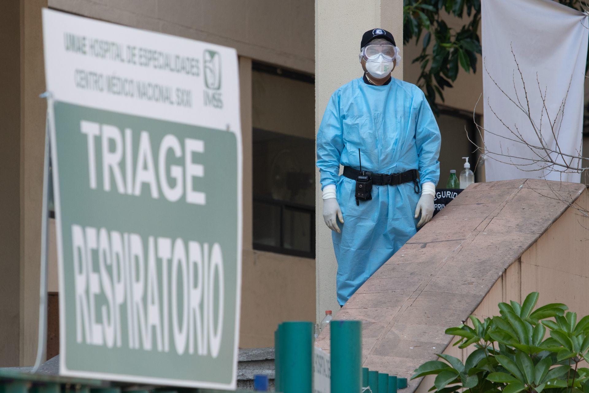 ¡Qué coraje! Vecinos echan de casa a camillero del IMSS contagiado de COVID entre insultos y amenazas