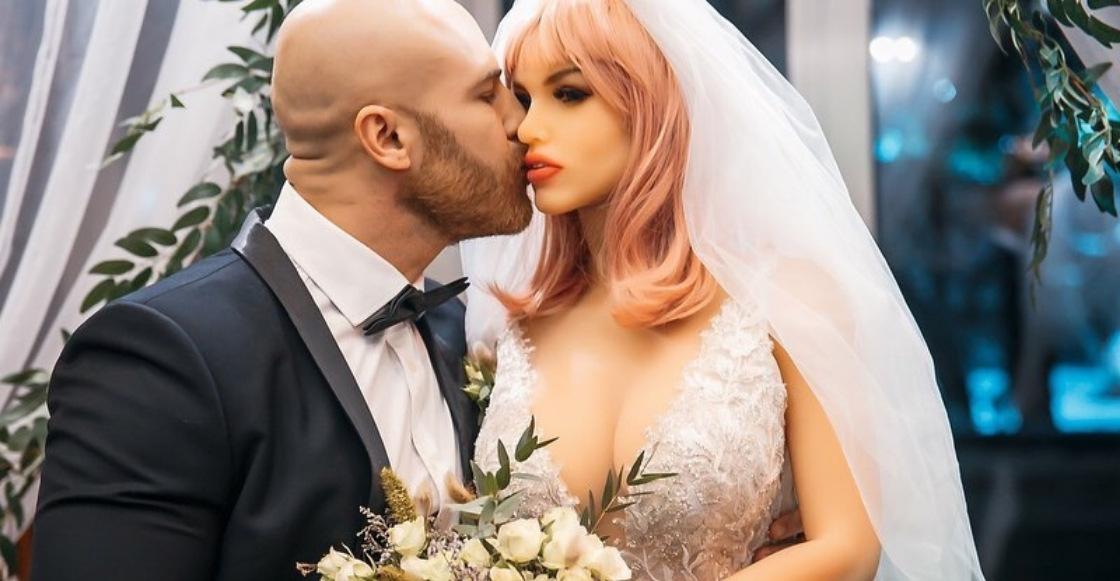 Amor random: Fisicoculturista contrae matrimonio con su muñeca sexual