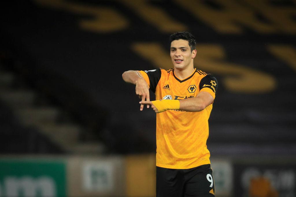 Raúl Jiménez celebra gol con Wolverhampton
