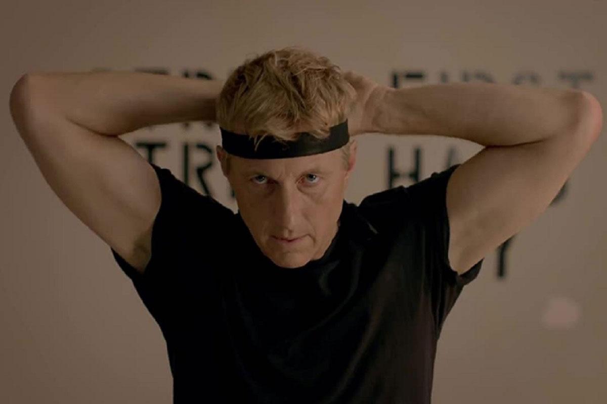 William Zabka de Cobra Kai es cinta verde de Karate