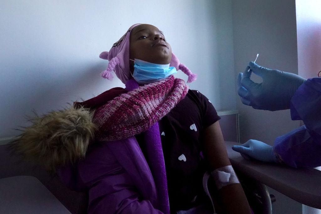 Niño de 9 años muere por COVID-19 horas después de dar positivo a la prueba