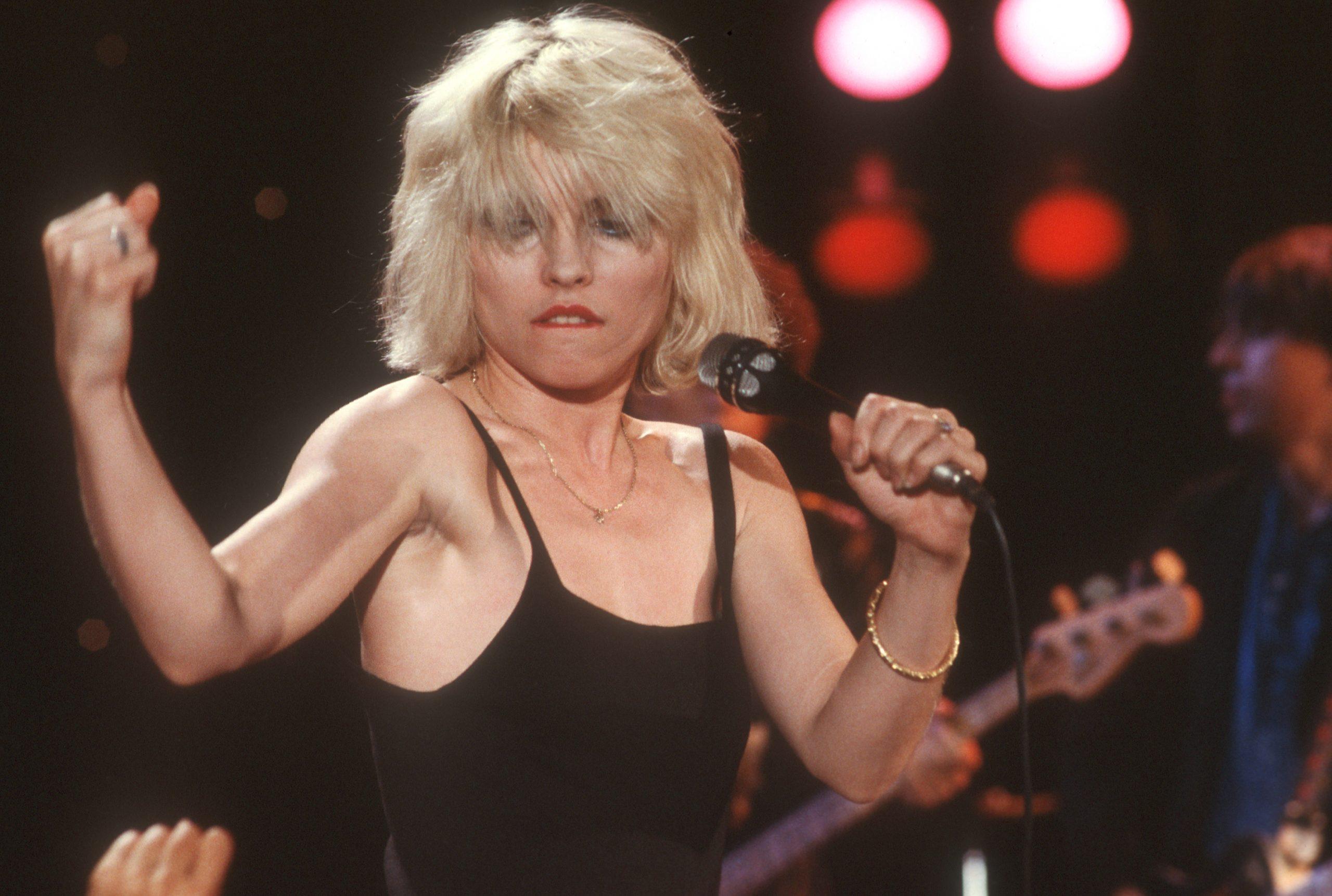 """Esta es la oscura historia que inspiró """"One War or Another"""" de Blondie"""