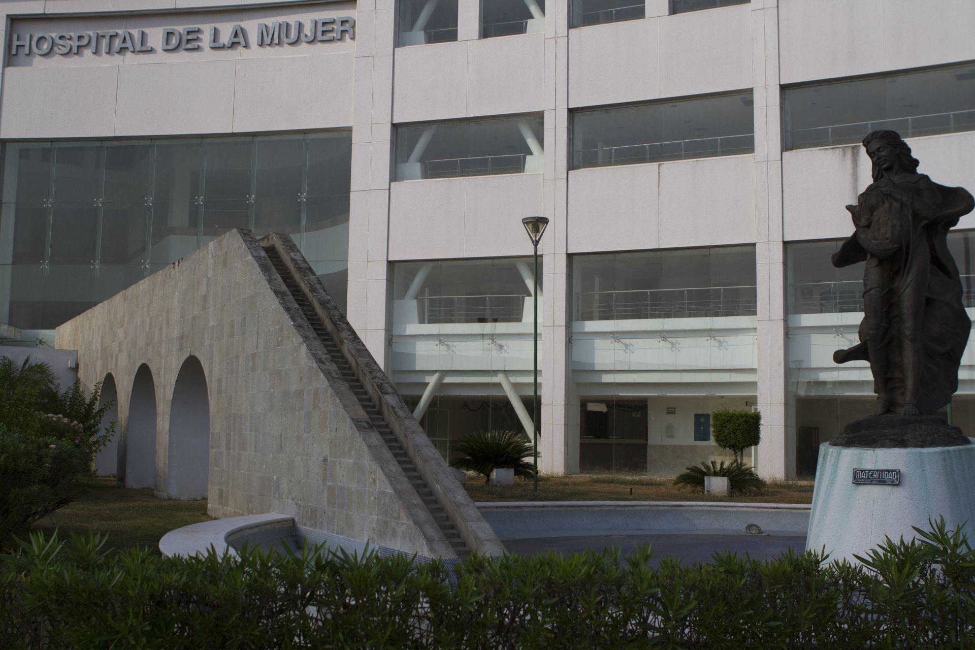 """¡Otro! Despiden a director de hospital en Tabasco que se """"saltó la fila"""" de la vacuna contra COVID-19"""