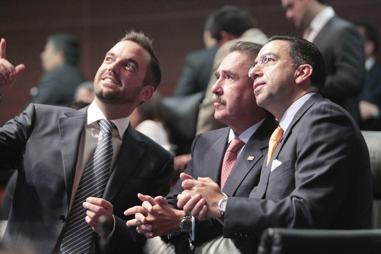 MÉXICO, D.F., 04AGOSTO2014.- Los senadores DAvid Penchyna Grub, Jorge Luis Lavalle maury, y Javier Lozano Alarcón durante la discusión de las leyes secundarias de la Reforma Energética en la Cámara de
