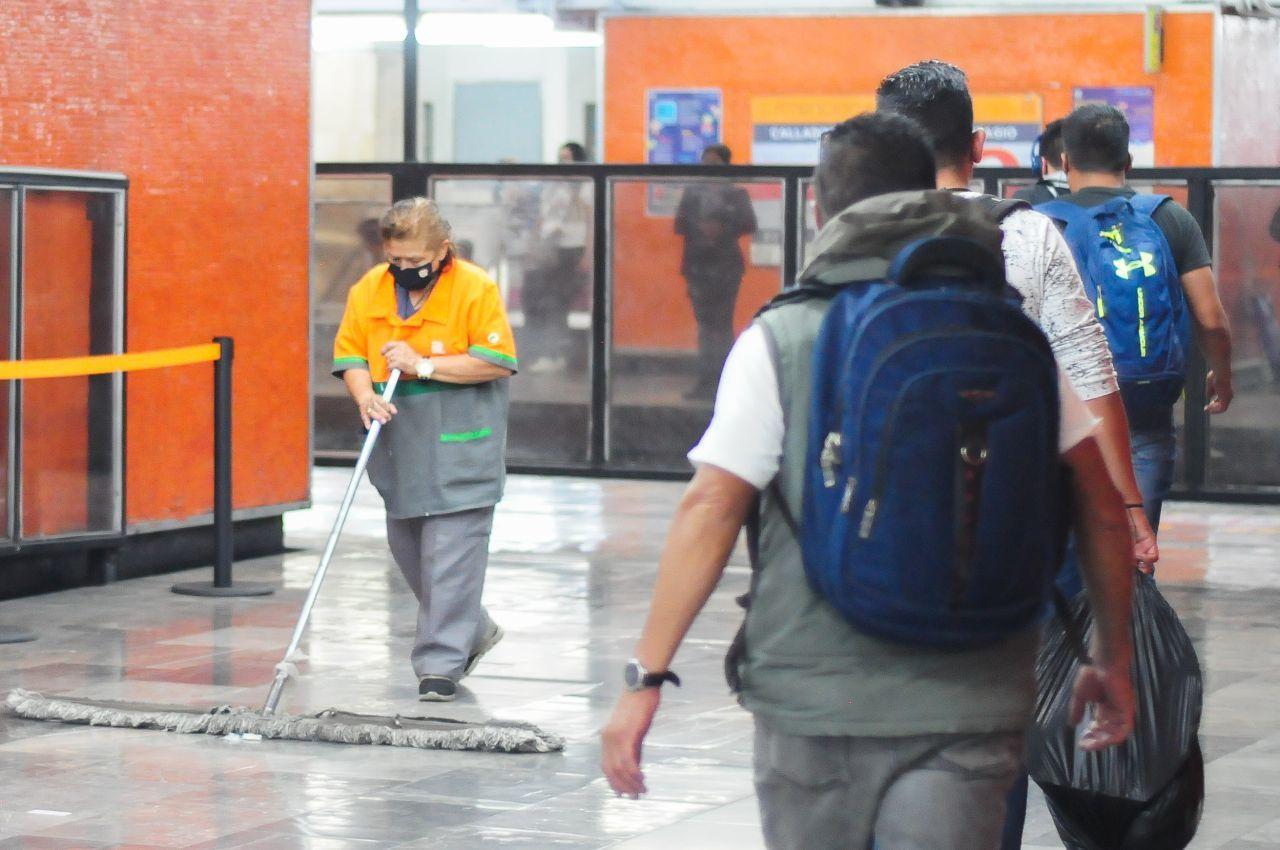 """""""Soy del IMSS"""": Joven se niega a usar cubrebocas en el Metro; dice estar vacunado"""