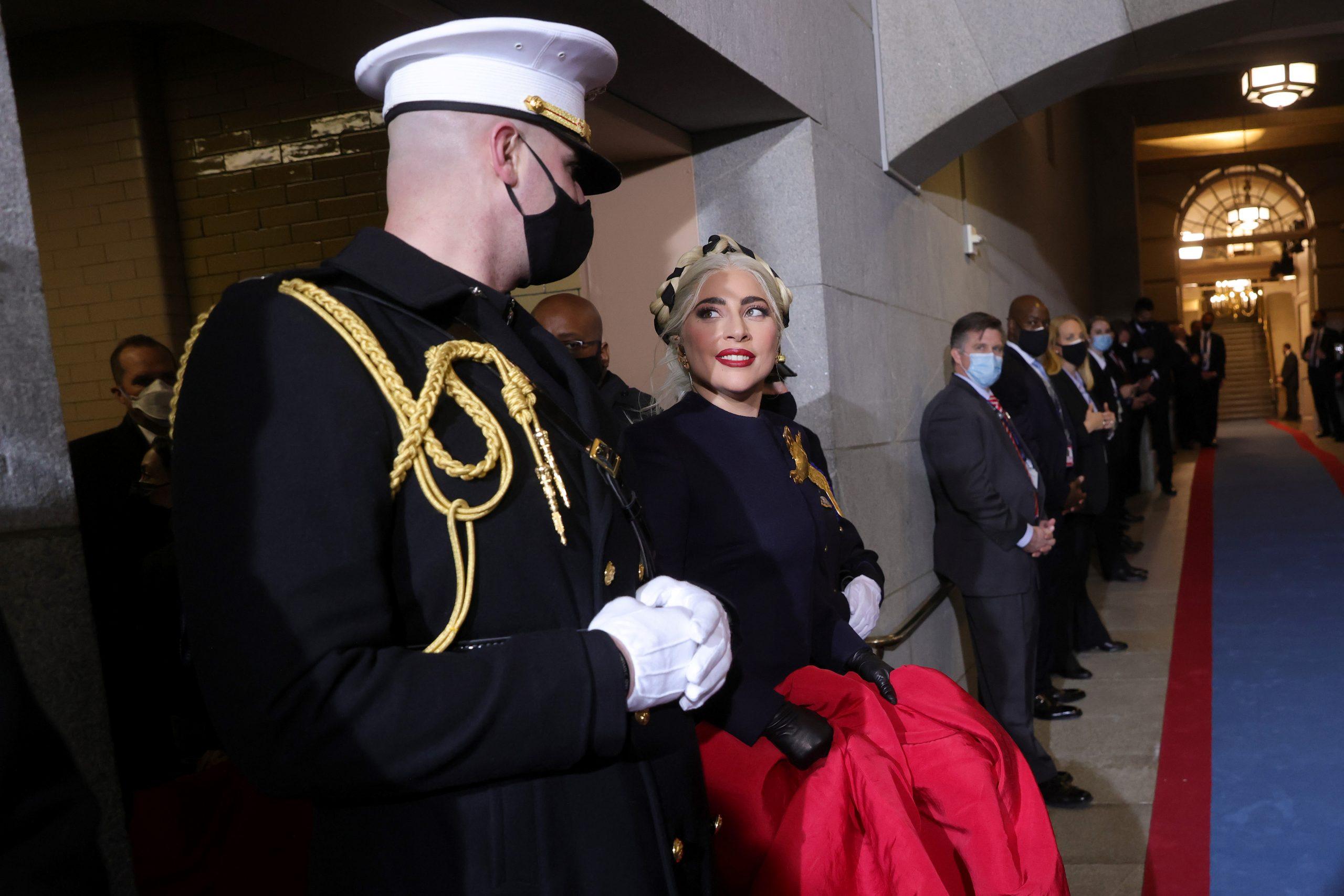 Y a todo esto ¿Por qué Lady Gaga usó ese broche de paloma en la investidura de Joe Biden?