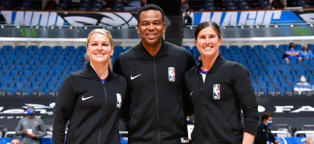 ¿Quiénes son Natalie Sago y Jenna Schroeder, las históricas árbitros de la NBA?
