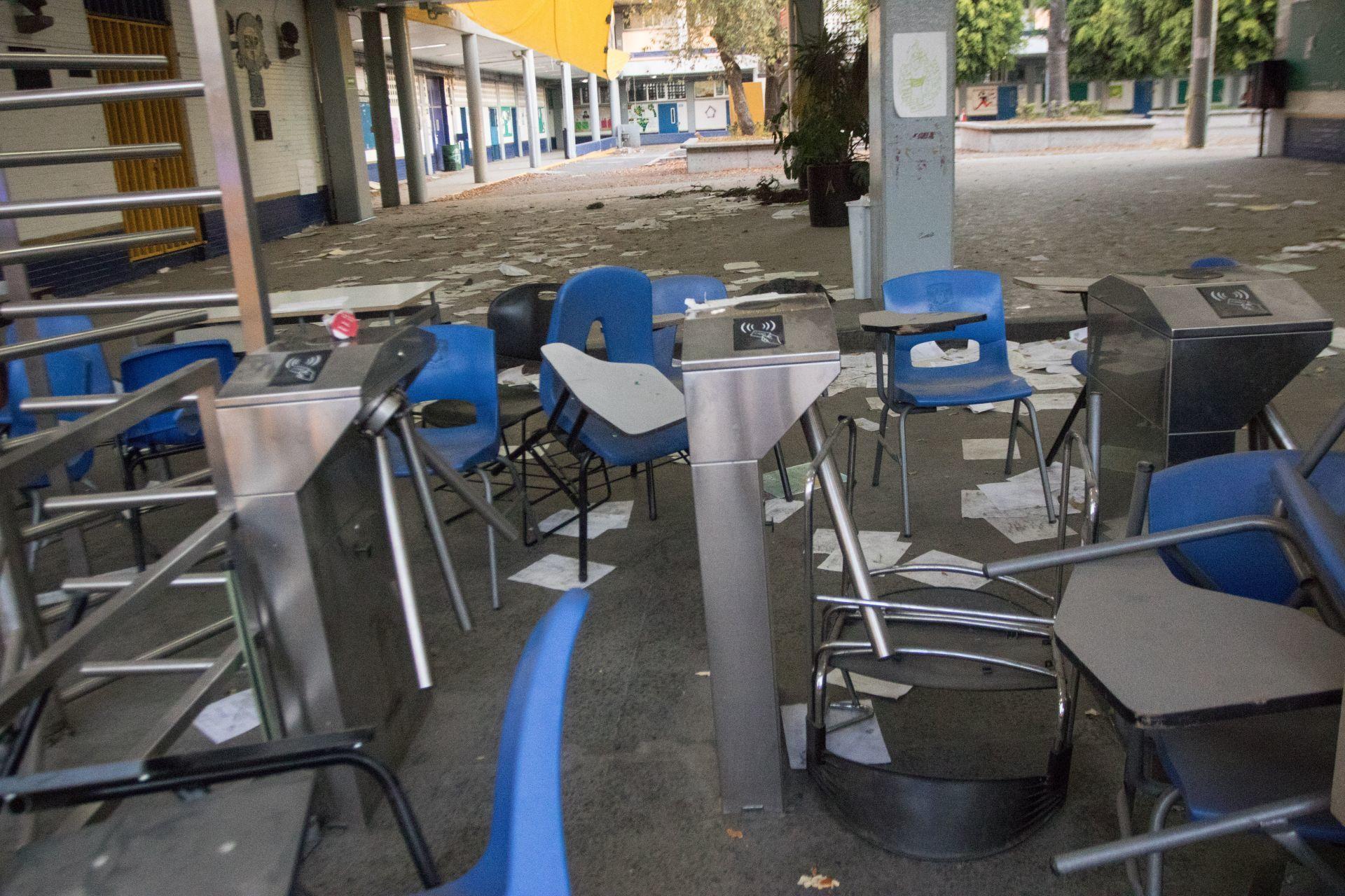 CIUDAD DE MÉXICO. 29ENERO2020.- Aún no inician la clases en el Preparatoria No. 7 de la UNAM. Se esperaba que este día los alumnos trabajadores administrativos y maestros retomar labores. Estudiantes acudieron al plantel a ver si se abrían las puertas de su escuela.