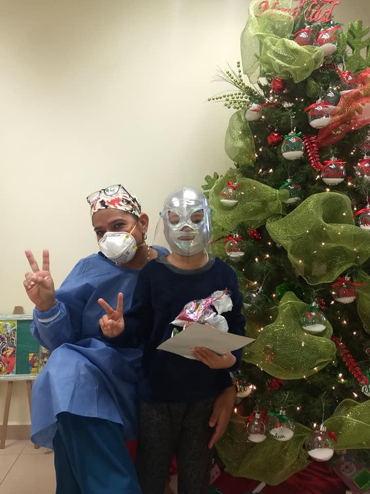 La historia de Samuel, el pequeño que le hace frente a la leucemia con máscara de Blue Demon y otros luchadores