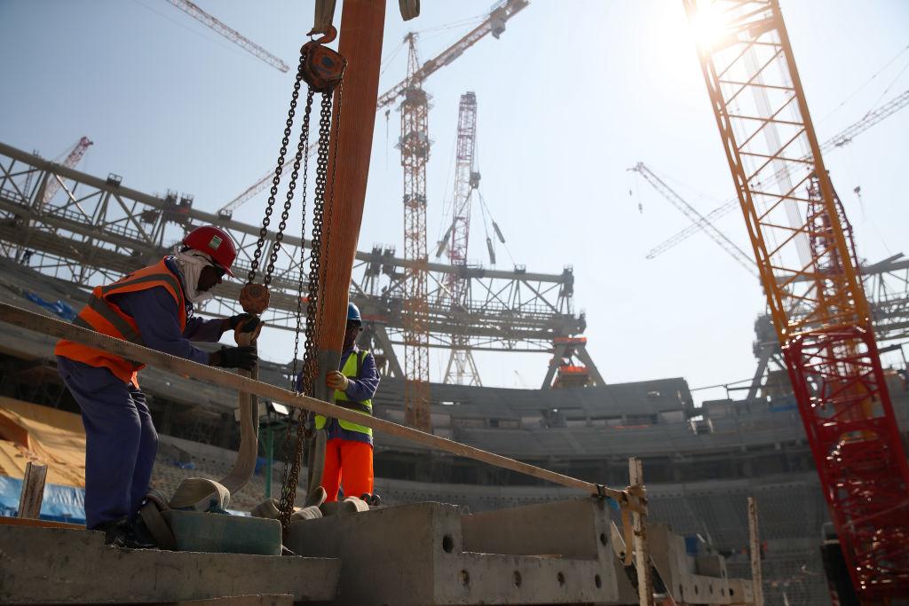 Migrantes en la construcción de estadios para Qatar 2022