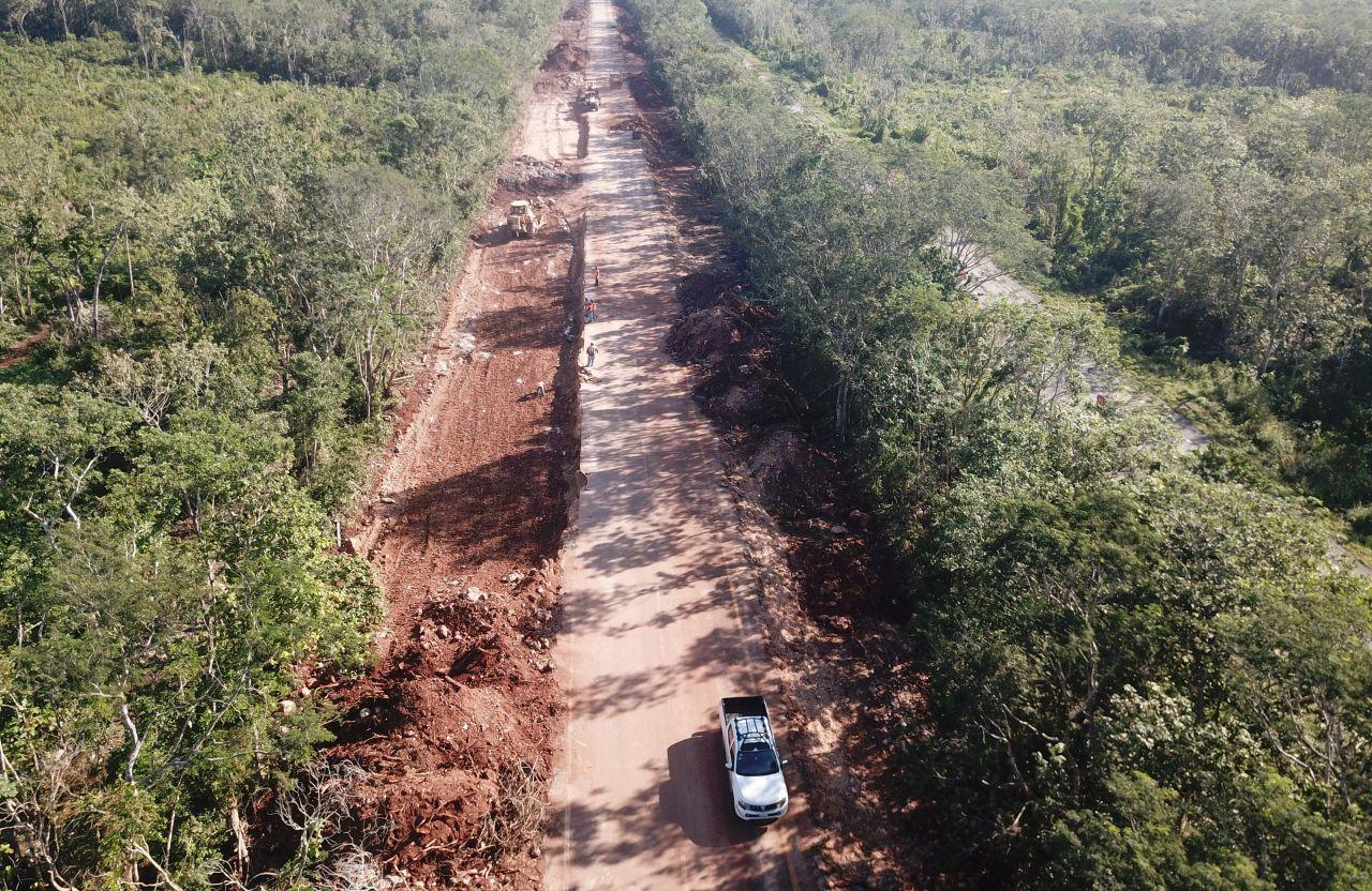 """CANCÚN, QUINTANA ROO, 25ENERO2021.- La autopista Cancún-Mérida se ha visto afectada directamente por los primeros trazos del mega proyecto federal """"Tren Maya"""", obra que pretende detonar la actividad turística y comercial del sureste de México. El costo del peaje de Cancún hasta la caseta de """"El Tintal"""" es de 319 pesos, siendo sólo 80 kilómetros los que separan al destino del primer cobro por un servicio que desde finales del año pasado se redujo a un solo carril, afectando a cientos de automovilistas, camiones de pasaje y de carga que tienen como destino algunas de las ciudades del oriente o la capital yucateca."""