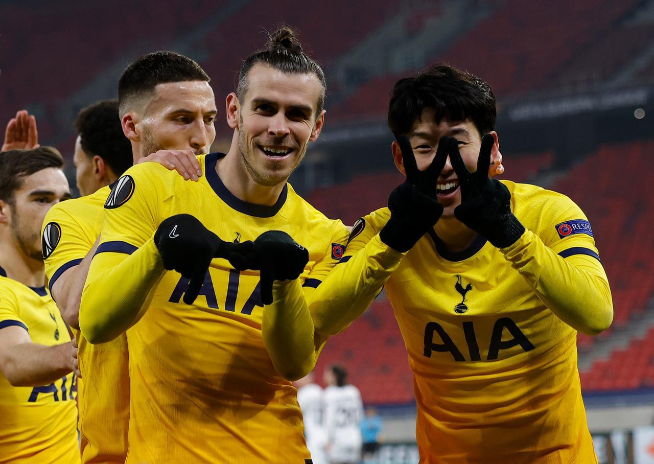 Gareth Bale celebra con sus compañeros el gol de Gareth Bale