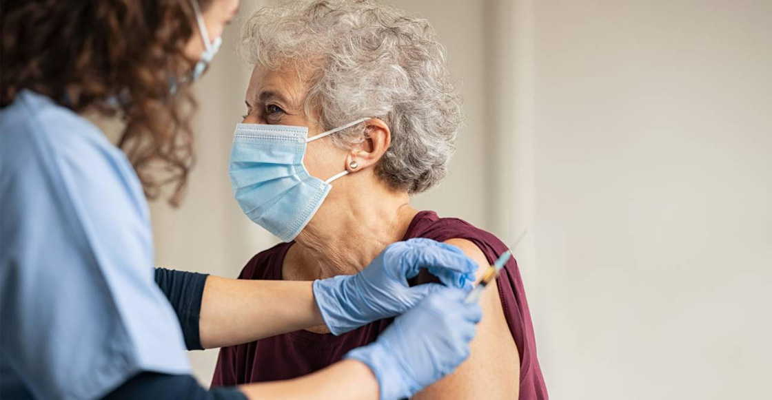 adulto-mayor-vacuna-covid