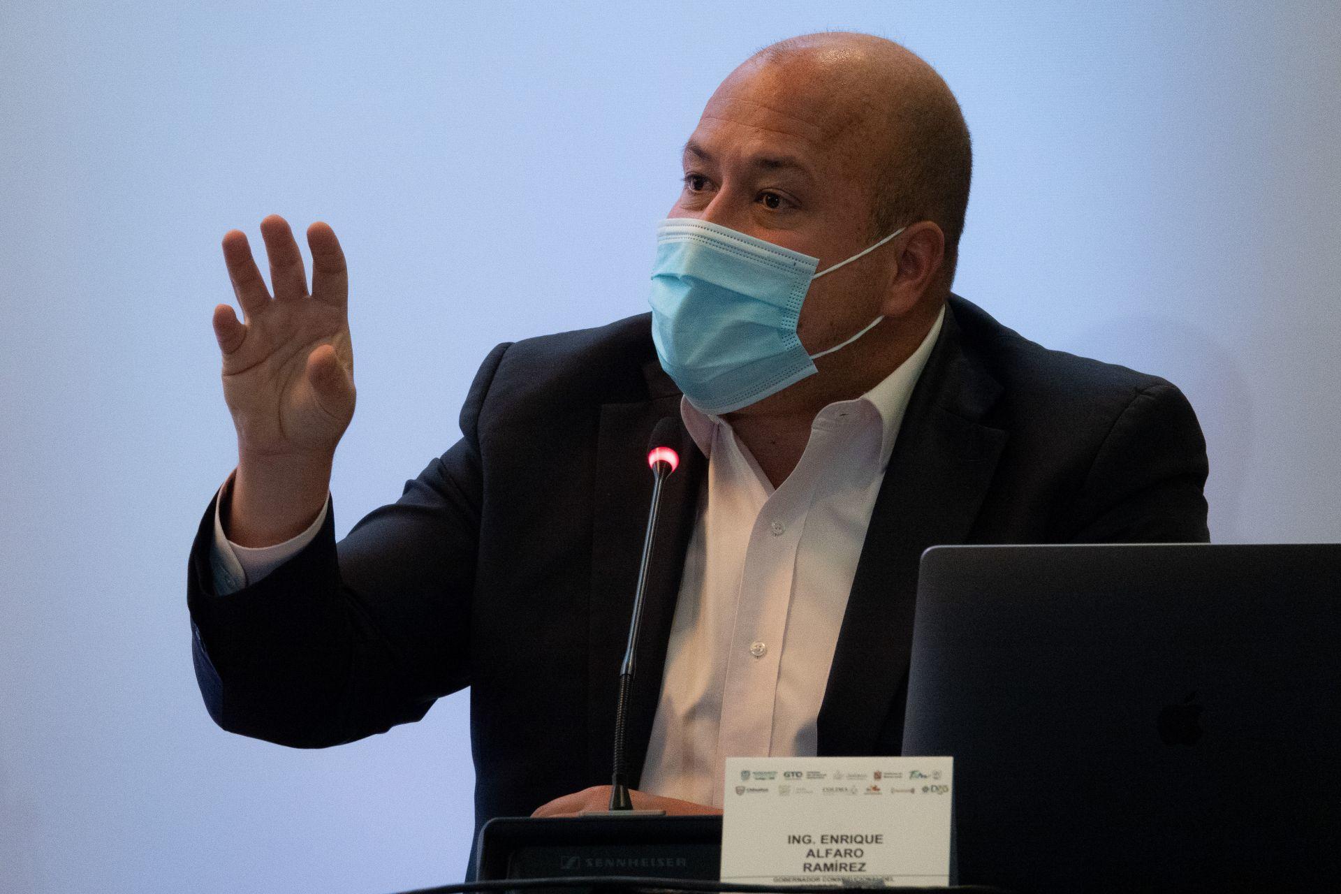 """Jalisco tendrá clases presenciales en agosto """"sea como sea"""", dice Enrique Alfaro"""