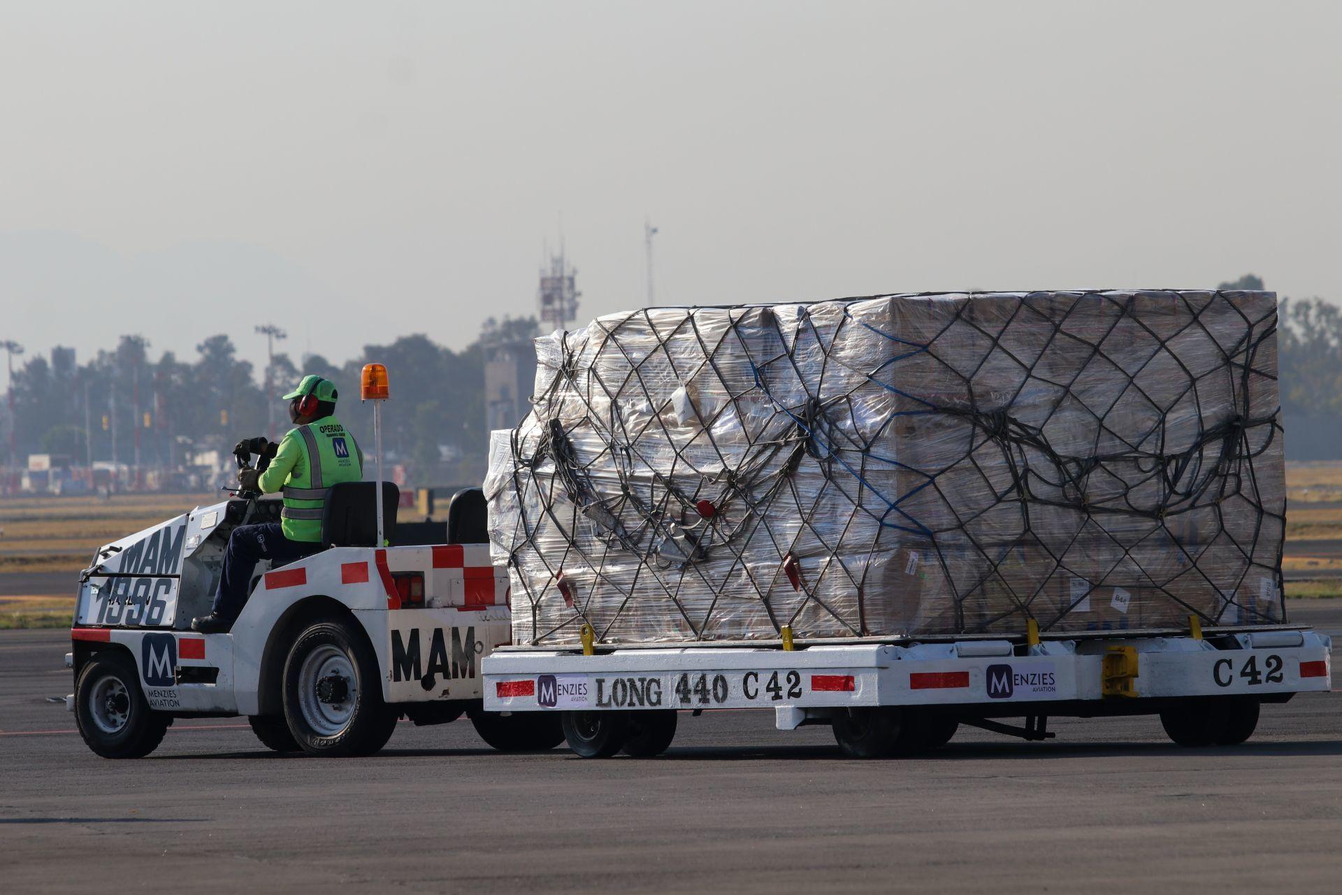 Llegan a México 200 mil dosis de CoronaVac, la vacuna china contra COVID-19 de Sinovac