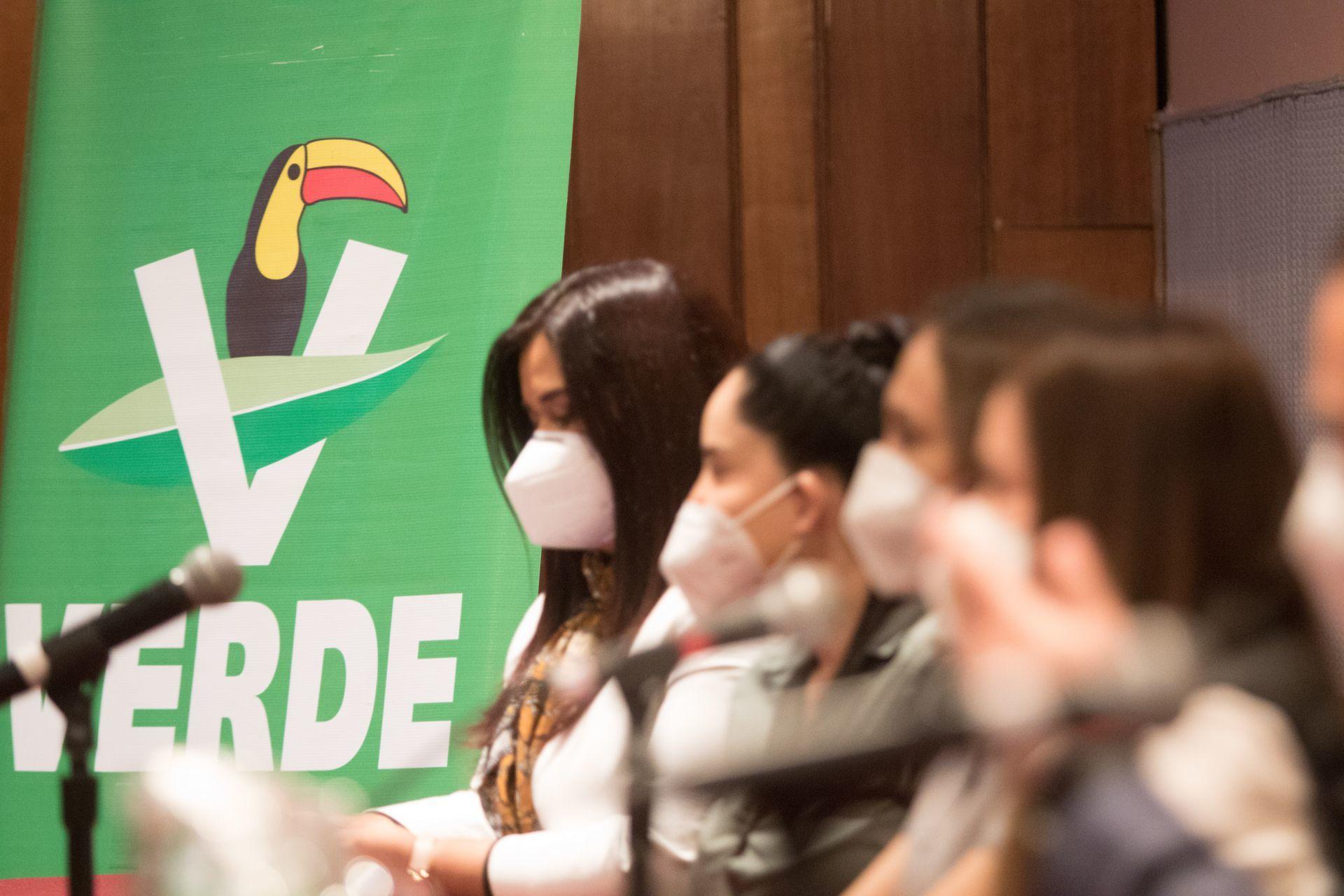 CIUDAD DE MÉXICO, 03DICIEMBRE2020.- Angélica Escobar, dirigente nacional del Partido Verde Ecologista de México (PVEM), dio a conocer a los integrantes de su equipo de trabajo, ahí anunció que su partido competirá en 11 entidades por propia cuenta, mientras que en alianza con morena solo irá en 4 entidades, entre ellas Nuevo León,donde ya firmaron el convenio.