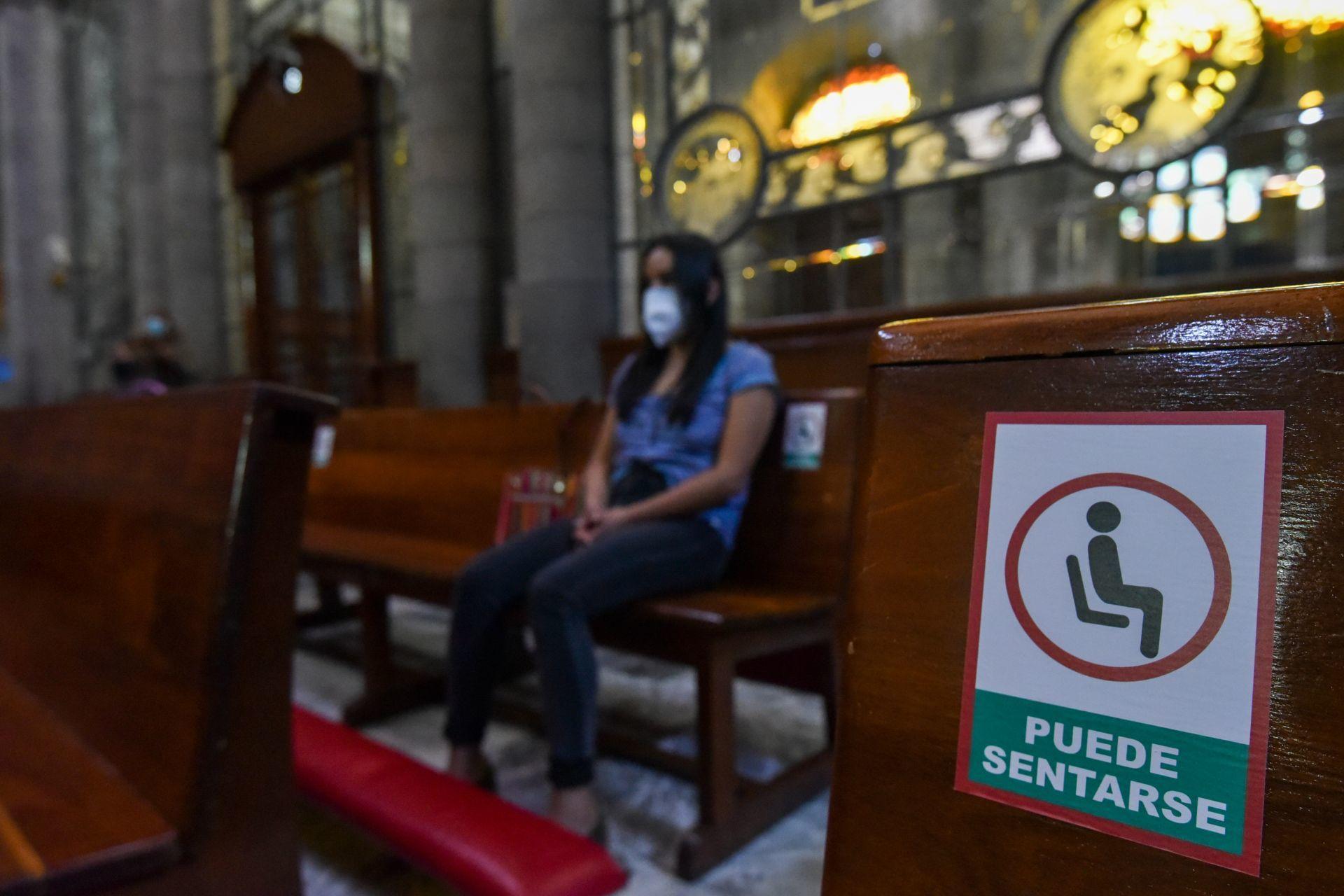 Reabren iglesias de Toluca pese a semáforo rojo en Edomex