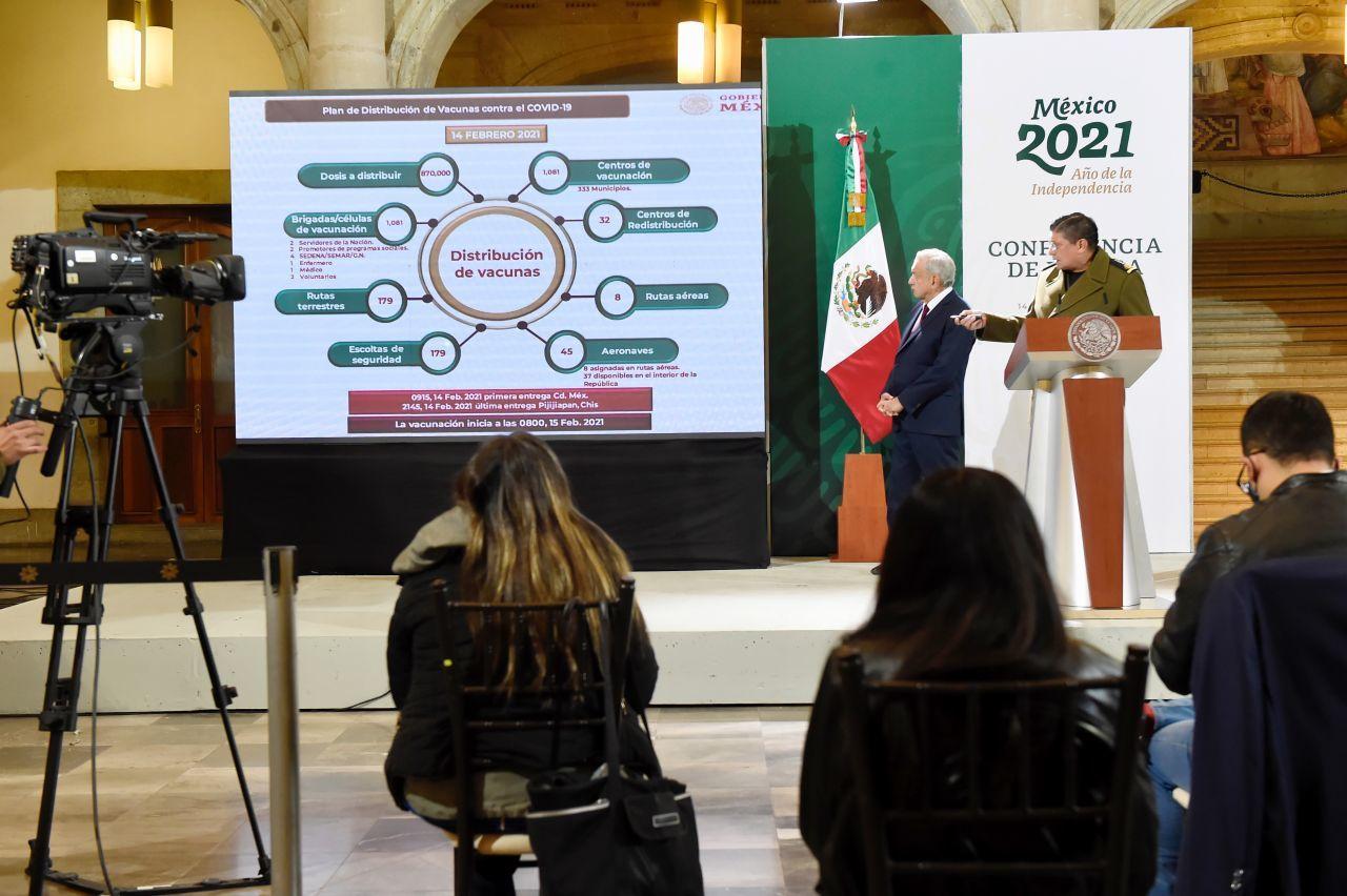 Vacunación de adultos mayores en México comienza este lunes en municipios marginados: AMLO