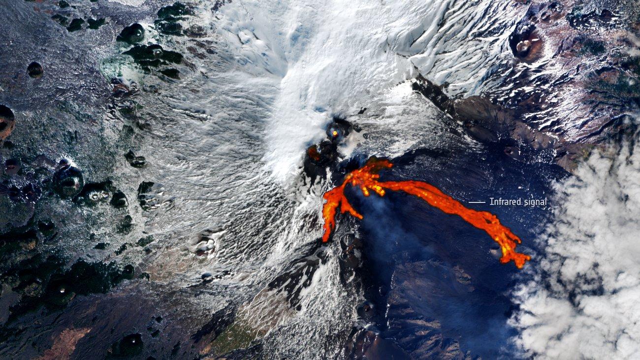volcan-etna-lava-espacio
