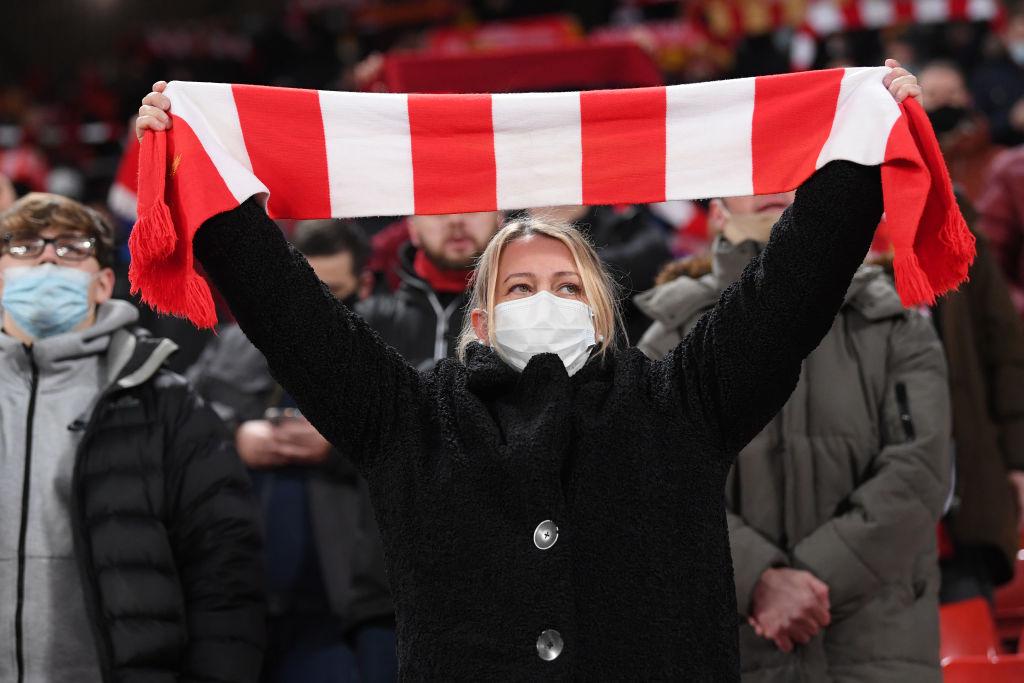 Fans regresan a estadios Covid-19