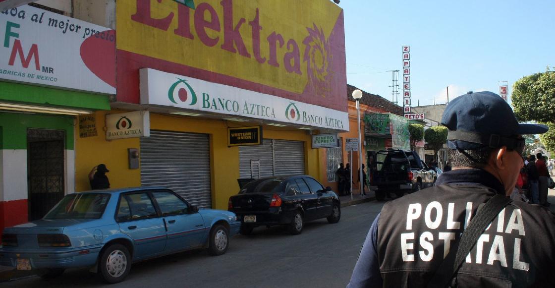 Banco Azteca cobra millones por manejo de tarjetas del Bienestar, según investigación de Proceso
