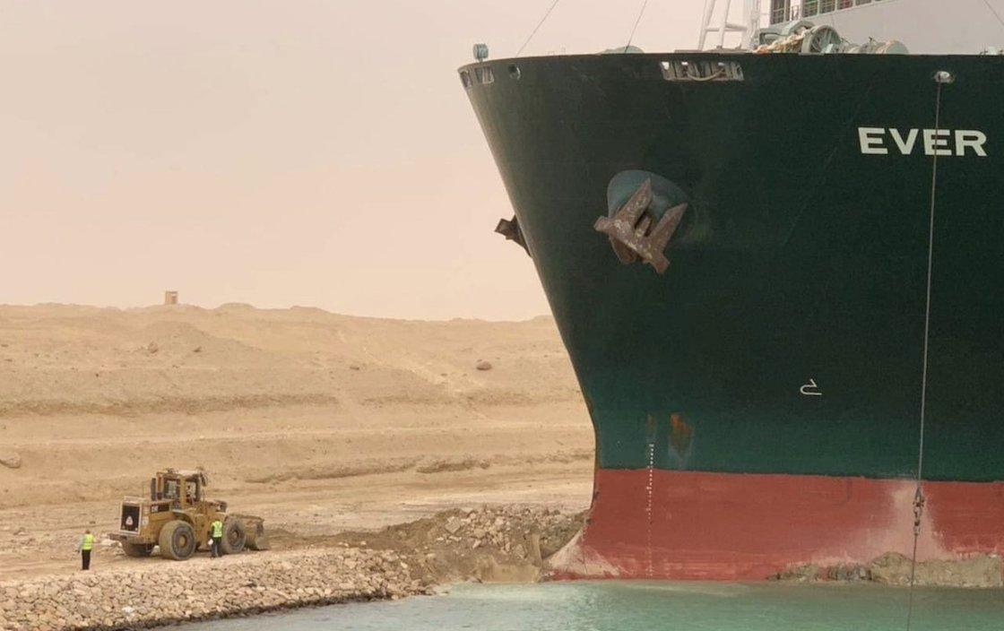 buque-canal-de-suez-egipto