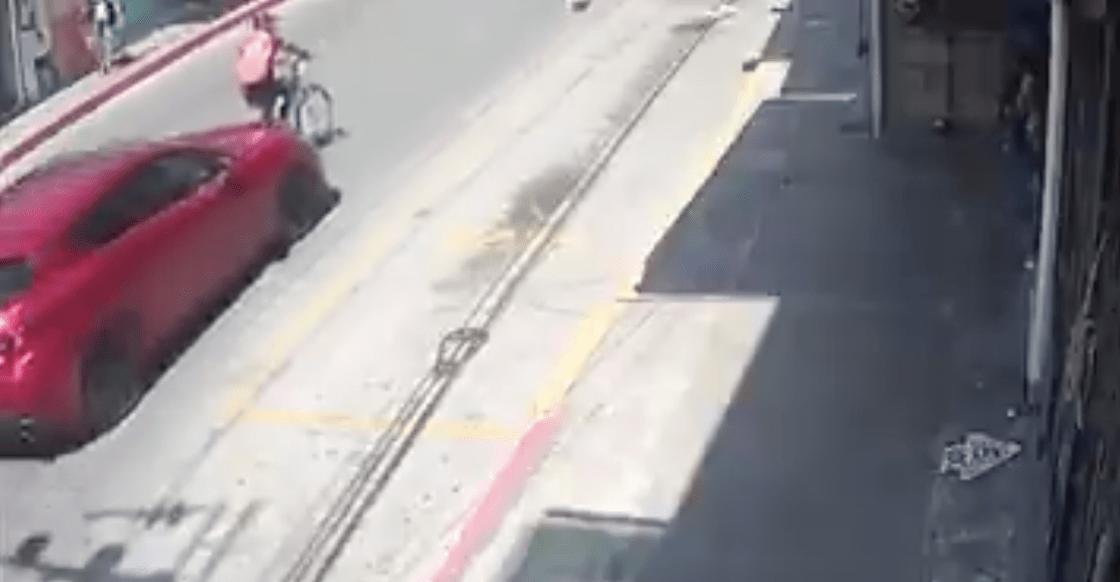 ciclista-atropellan-multa-hidalgo-pagar-danos-coche-milenio-video