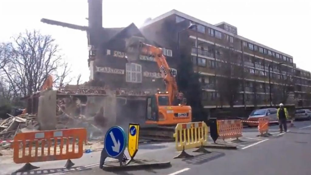 demolicion-carltons-tavern