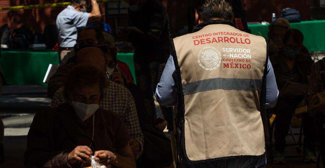 Exhiben a funcionaria de Oaxaca apartando vacunas para los Servidores de la Nación